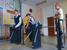 Шесть школ Керчи оснастят турникетами