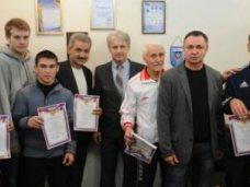 Министр спорта вручил грамоты крымским боксерам