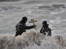 Крымские спасатели обеспечили безопасность граждан во время омовения в крещенских купелях