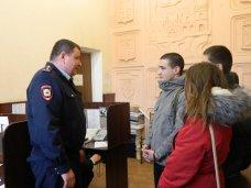 """""""Студенческий десант"""" вышел на улицы Симферополя вместе с полицейскими"""