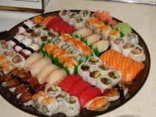 Как доставка на дом суши поможет в организации достойного семейного ужина