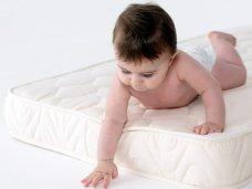 Как выбрать ортопедический матрас в детскую кроватку