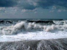 Сотрудники МЧС спасли унесенного в море человека