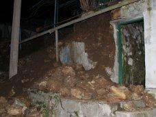 В Севастополе рухнула подпорная стена