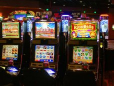 Играть на автоматах теперь можно бесплатно