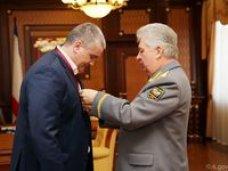 Сергею Аксёнову вручили Высший орден имени Калашникова I степени