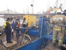 В Керченском проливе спасатели отработали условное столкновение судов и разлив нефти