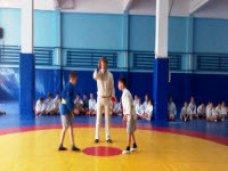 В Алуште прошел чемпионат города по борьбе самбо