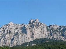 В горах Крыма спасли женщину с шестью детьми