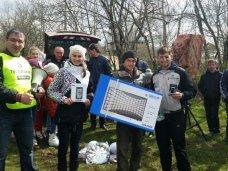 Экологи из Подмосковья помогли симферопольцам очистить берег водохранилища от тысячи мешков бытового мусора и упавших деревьев