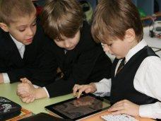 В трех алуштинских школах появились классы оборудованные компьютерами и планшетами