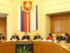 Муниципалитеты должны вести открытый диалог с крымчанами и безотлагательно решать вопросы людей - Константин Бахарев