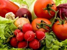 Из Украины в Крым везут овощи, фрукты, крупы, цветы и ящики