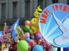 По всей России в Первомайском шествии приняло участие около 2,5 миллионов человек, а Симферополь вышел на рекорд